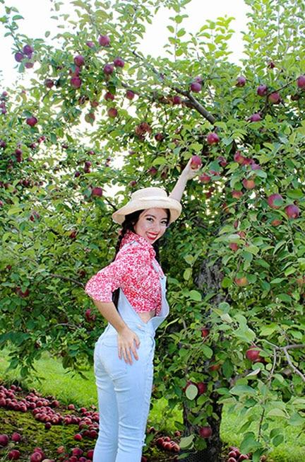 geeves picking apples